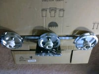 3 light wall fixture Oxon Hill, 20745