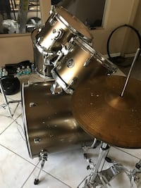 used 5 pc pearls complete drum set good condition for sale in naples letgo. Black Bedroom Furniture Sets. Home Design Ideas