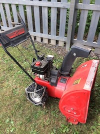 24 inch 2stage electric start snow blower, RUNS GREAT! Fairchance, 15436