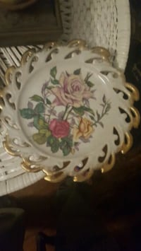white and red floral ceramic plate Evans, 30809