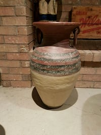 brown and cream clay pot Vaughan, L6A 1V3