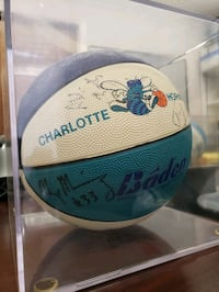 AUTHENTIC Official Team signed Charlotte Hornets Basketball 92-94 Lowell, 28098
