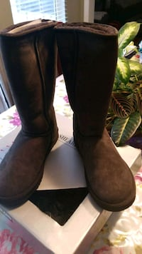 Tall shearling boots, size 9w  York, 17402