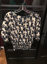 women's black and white floral top San Pablo, 94806