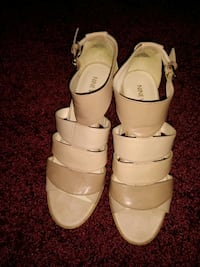 Ladies Ninewest beige color sandals size 8M. Shrewsbury, 17361