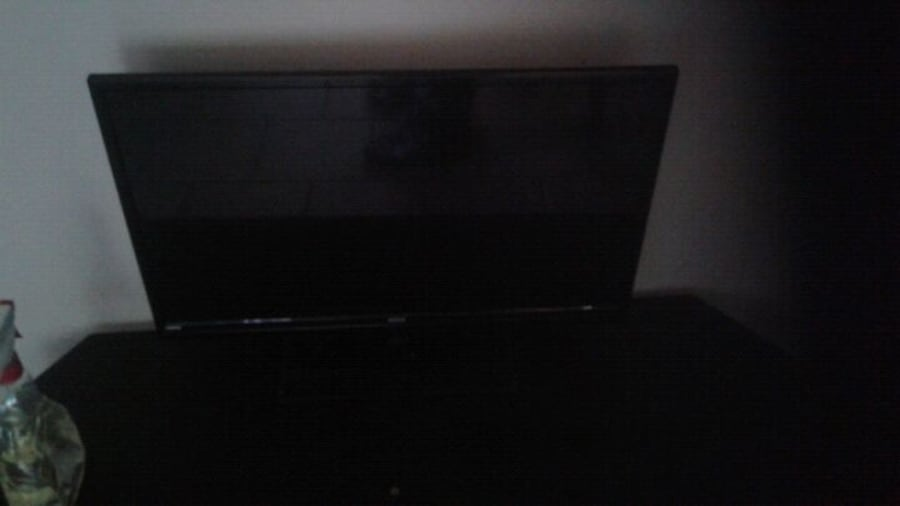 2 =28 inch rca  tv with remote 2