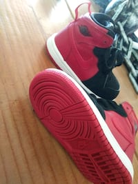 red and black Nike Air Force 1 low 2211 mi