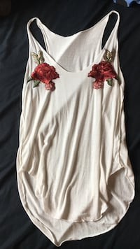 White tank top w/ embroidered roses Milton, L9T 4M4