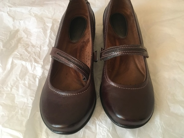 Brown Mary Jane Shoes 6.5W