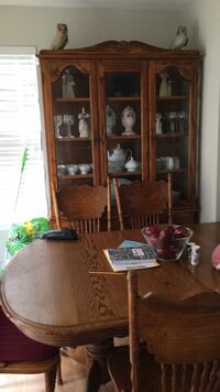 Real wood dinning set with 8 chairs  41 mi