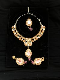 BNIB EARRING AND NECKLACE SET Whitby, L1M 1S6