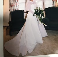Beautiful wedding dress size 10.