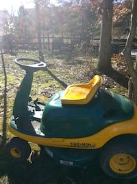 yellow and green ride on mower Waldorf, 20601