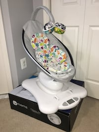 4mom mamaroo classic gray with infant insert Clarksburg, 20871