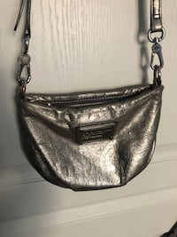 Marc jocobs silver leather purse  Vaughan, L4H 0N8