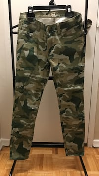 Size 27 camo crop pants  Mississauga, L4Y 2N4