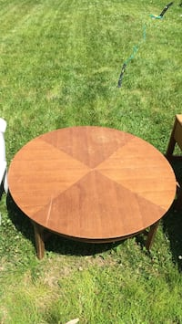 round brown wooden table with white metal base Chantilly, 20152
