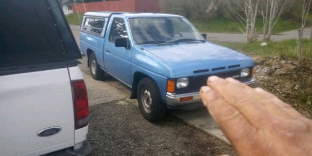 Photo 1987 Nissan Hardbody Truck
