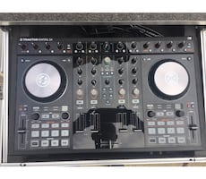 """Traktor control s4 with case """"like new"""""""