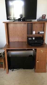 brown wooden computer desk with hutch Shelbyville, 40065