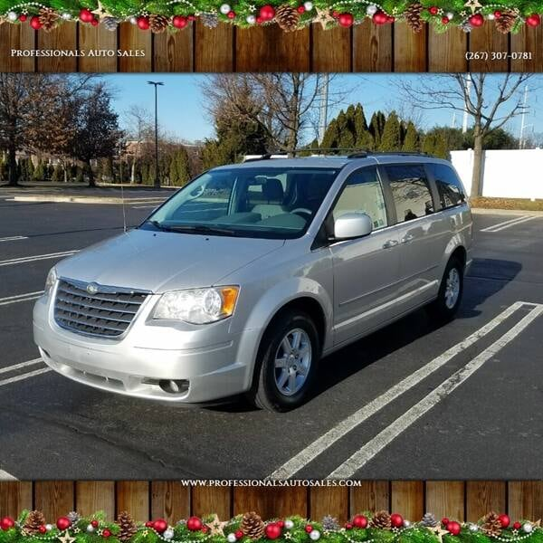 Chrysler-Town and Country-2010