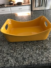 baby's yellow plastic bathtub Frederick, 21704