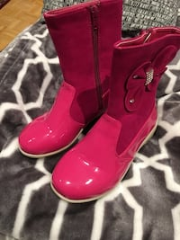 Pair of pink leather side-zip boots with bow accents size 13/ 32. Laval, H7P 4G3