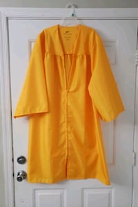 Graduation gown 5ft-5'3 Freehold, 07728