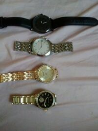 three round silver analog watches Struthers, 44471