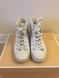 Converse  white leather SiZe 5 Pickering, L1X