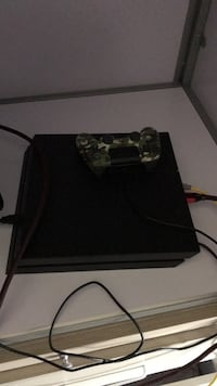 Perfect condition ps4 with lots of games Montréal, H3C 1J2
