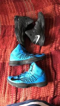 pair of blue-and-black Nike basketball shoes London, N5V