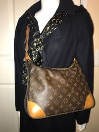Authentic Louis Vuitton cross body  Palmdale, 93550
