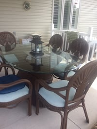 Oval clear glass top table with chair set.    (Large Patio Set) Fort Erie, L0S