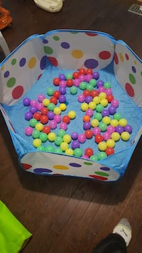 Ball pit with 100 balls. Courtland, N0J 1E0
