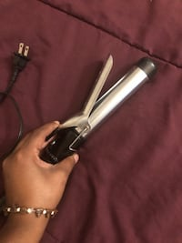 GENTLY USED CONAIR 1 1/4 CURLING IRON. USED ABOUT 5 TIMES. Washington, 20032