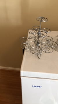 Silver-colored cup cake stand