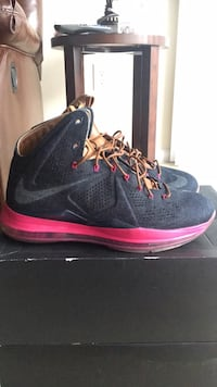 pair of black-and-pink Nike basketball shoes Manassas Park, 20111