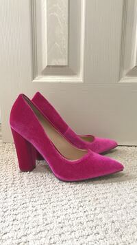 Brand new never been worn fusia pink velvet heels Sherwood, 72120