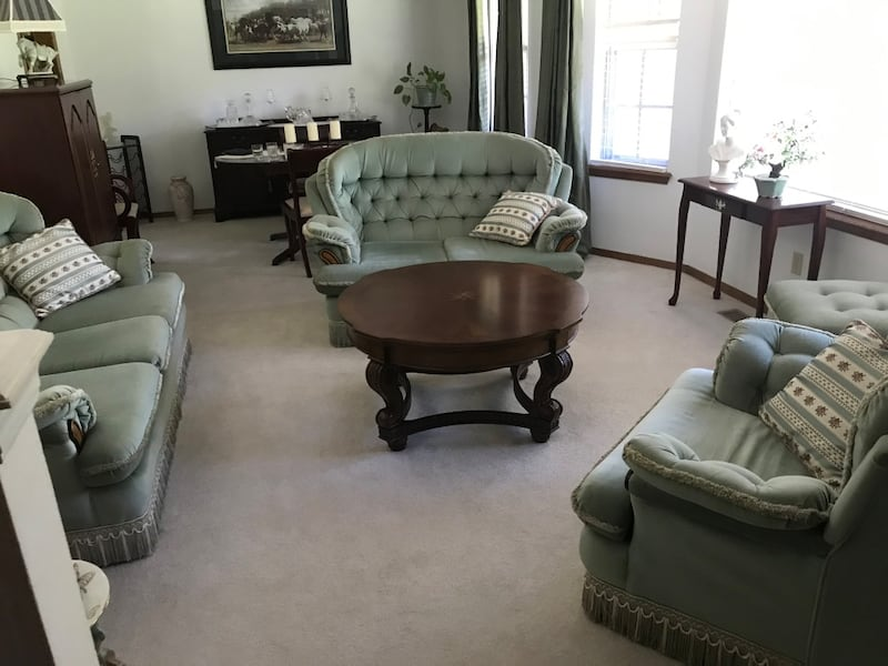 Living room set: couch, loveseat, chair 642fdb73-b2f0-4c63-afdd-e5529b4267d9