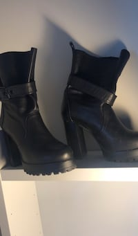Zara black leather chunky heeled boots Calgary, T2C 5S1