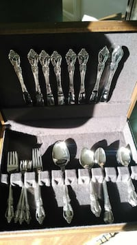 Oneida Vintage Raphael Stainless Flatware w/wooden box