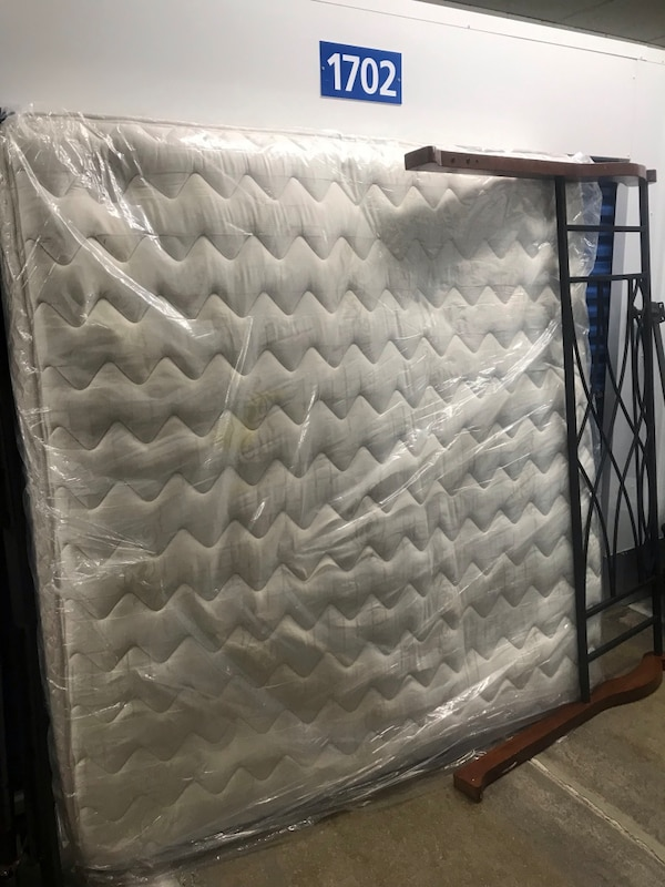 white and gray quilted mattress