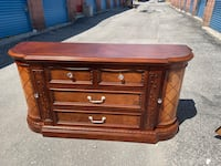 FREE DELIVERY - GORGEOUSLY HAND CARVED WOOD DRESSER W/ MIRROR - GREAT CONDITION Toronto, M1C 2B1
