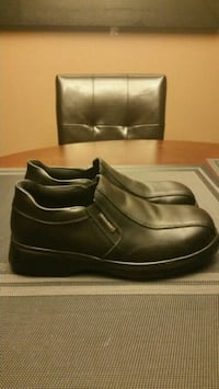 Men's MellowWalk Safety Shoes(size 8)( almost new)
