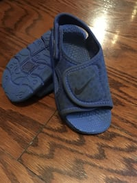 Nike sandals size 8 toddler good condition !  Toronto, M5B 1Y2