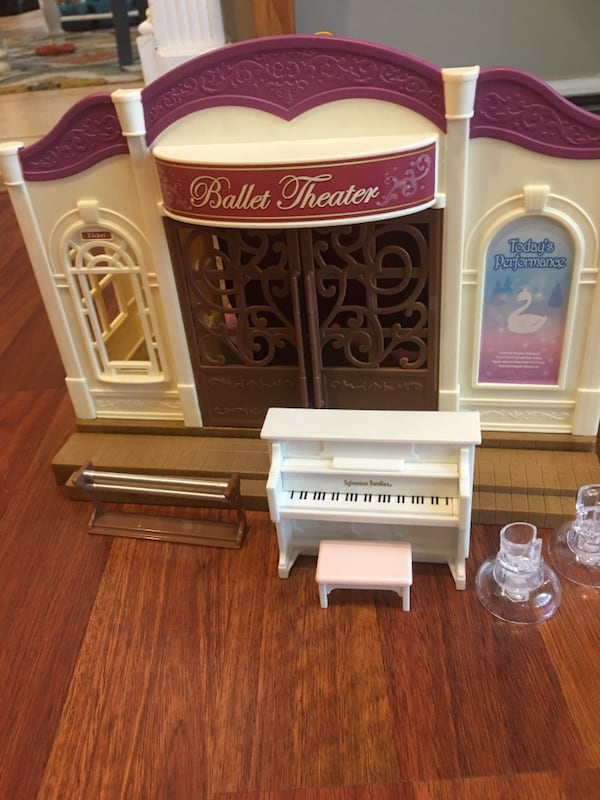Calico Critters Ballet and Ice Rink Theatre. be7f62fc-7bd3-43df-8dac-a2dd3432e862
