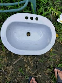 white ceramic sink with faucet Windsor, N9E 2B6