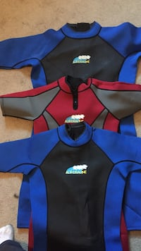red and two blue wet suits 541 km