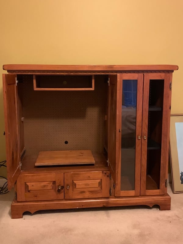 Nice solid oak armoire and or entertainment center 9b63fe68-0195-4736-a281-ab0cb4041d8b